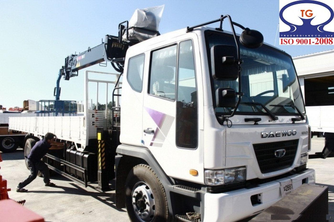 Xe cẩu tự hành Daewoo K7CEF tải trọng 10 tấn