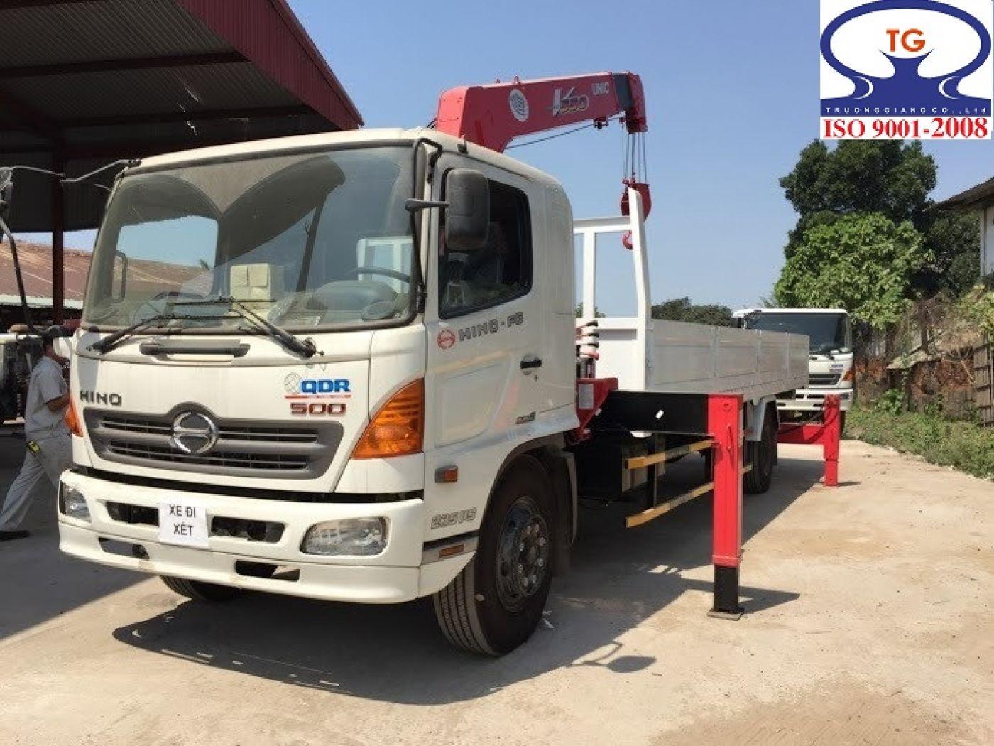 Xe tải Hino FG8 JPSL tải trọng 6.7 tấn gắn cẩu